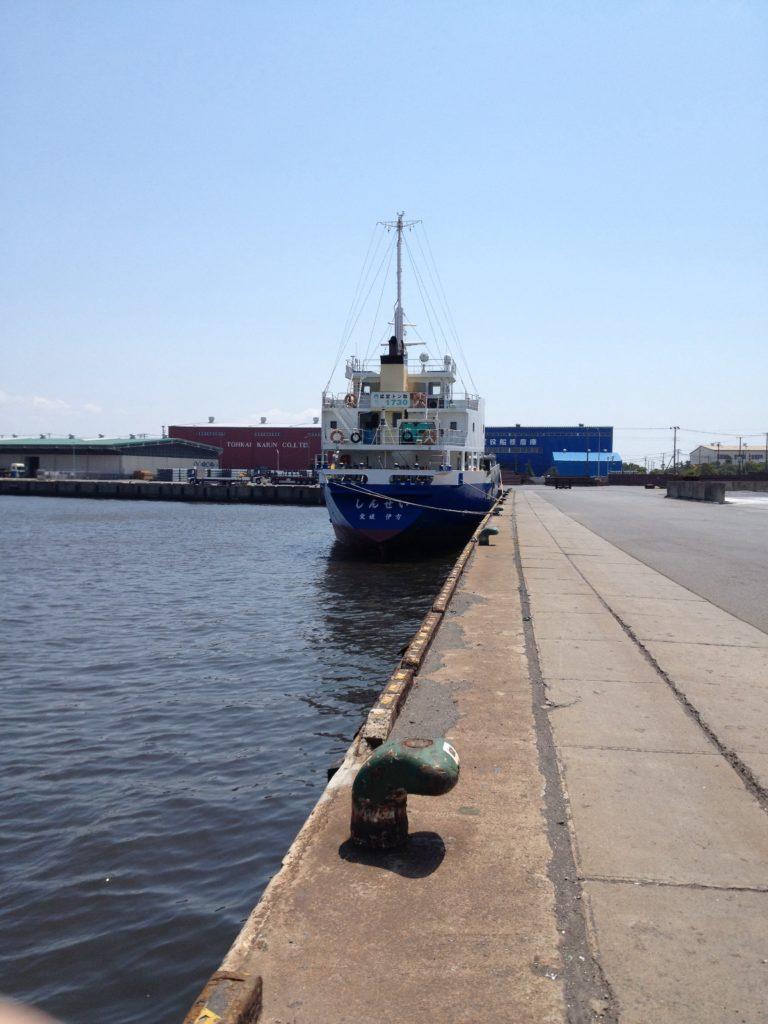 船橋三番瀬海浜公園近くの工業地帯に囲まれた海2