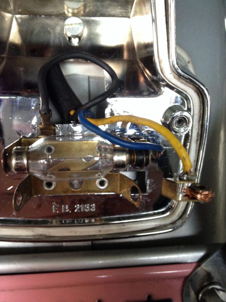 ベスパET3 テールライトユニット内部の部品が壊れた
