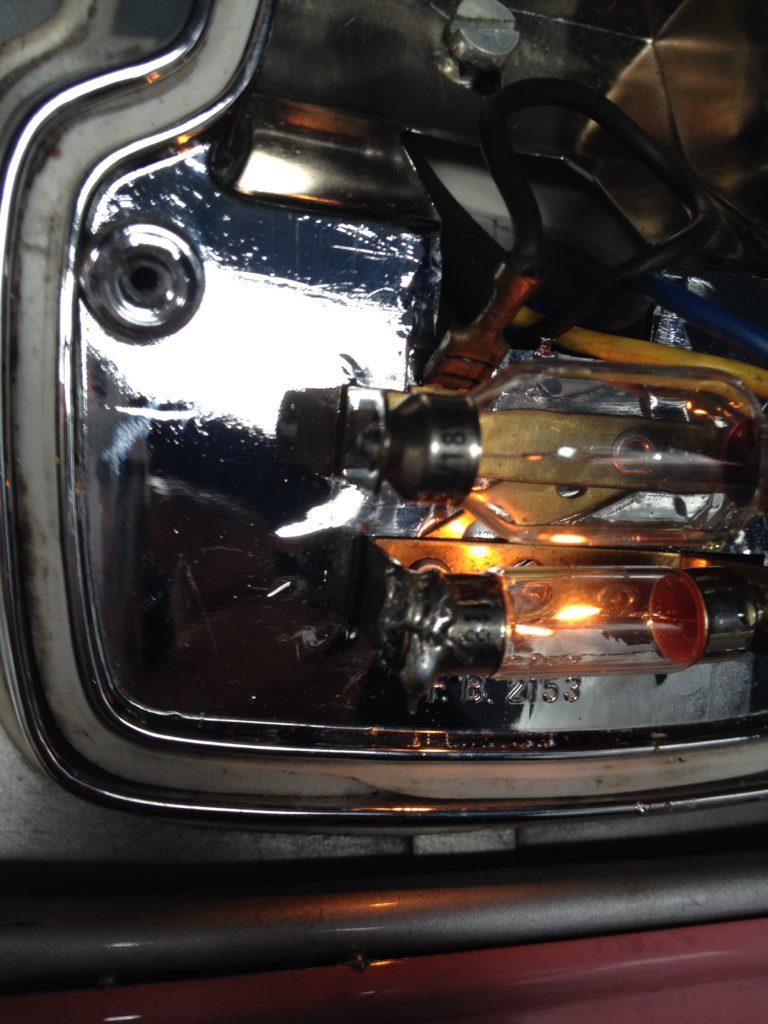 ベスパET3のテールライトの電球をはんだづけしてしまう