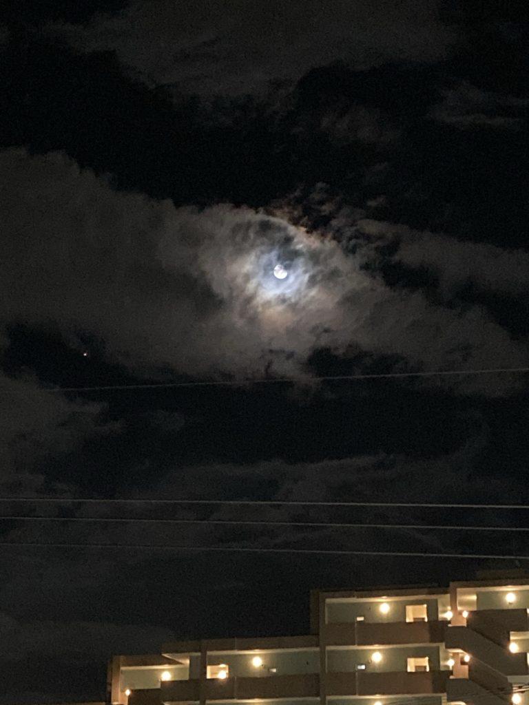 今宵の月はこんな感じ
