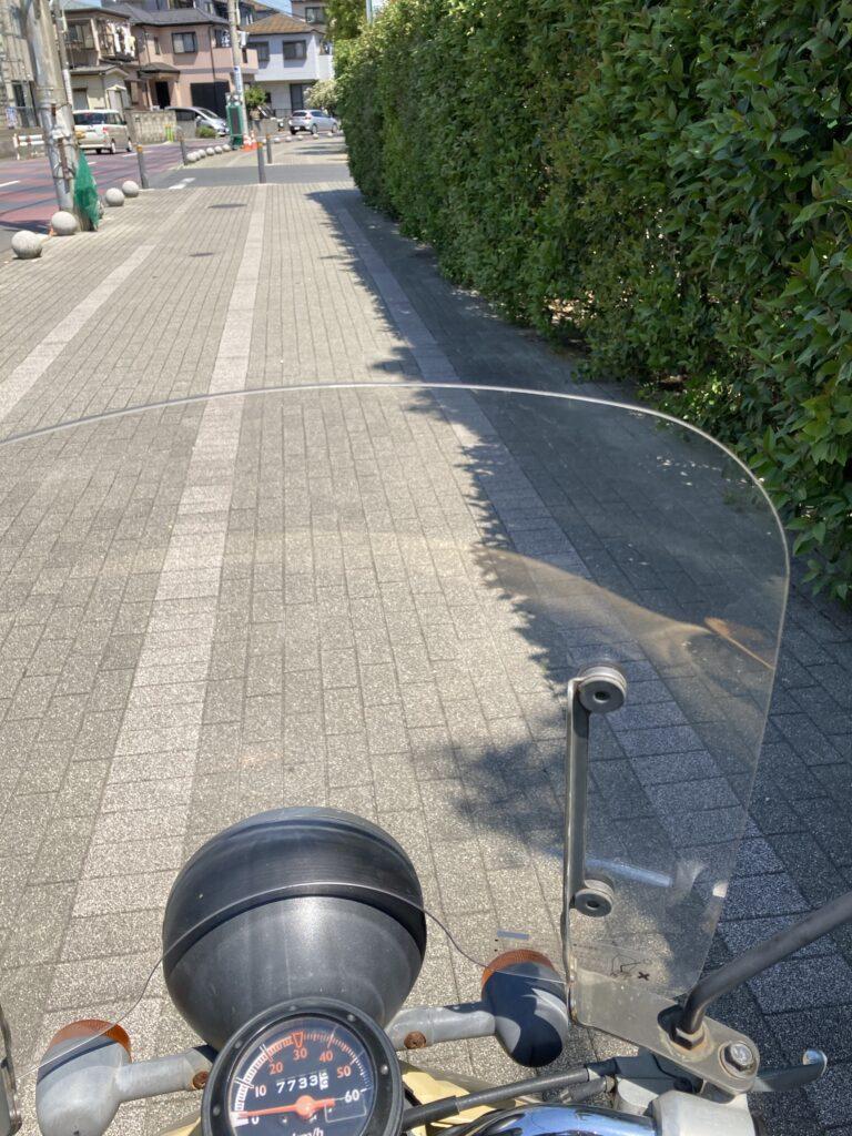 風防つきのスクーター