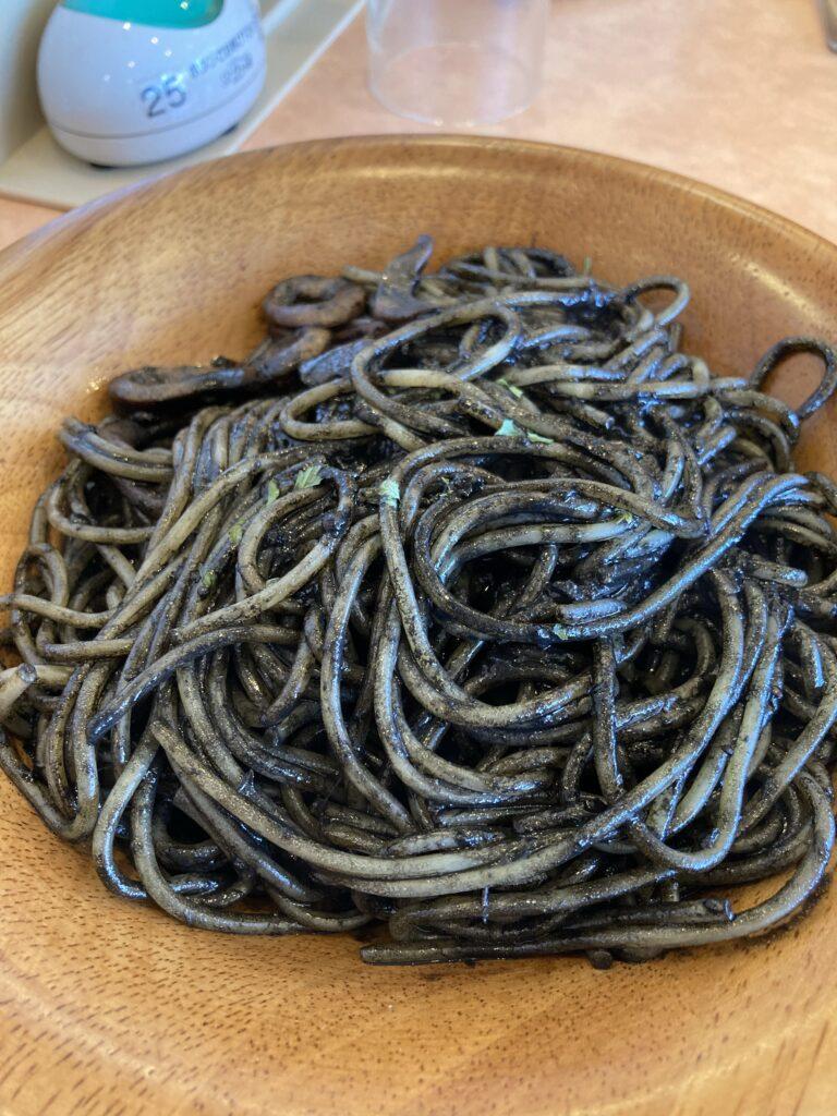 サイゼリアのイカスミスパゲティー